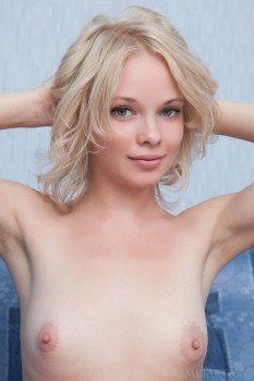 Blondie feels no shame when posing naked.