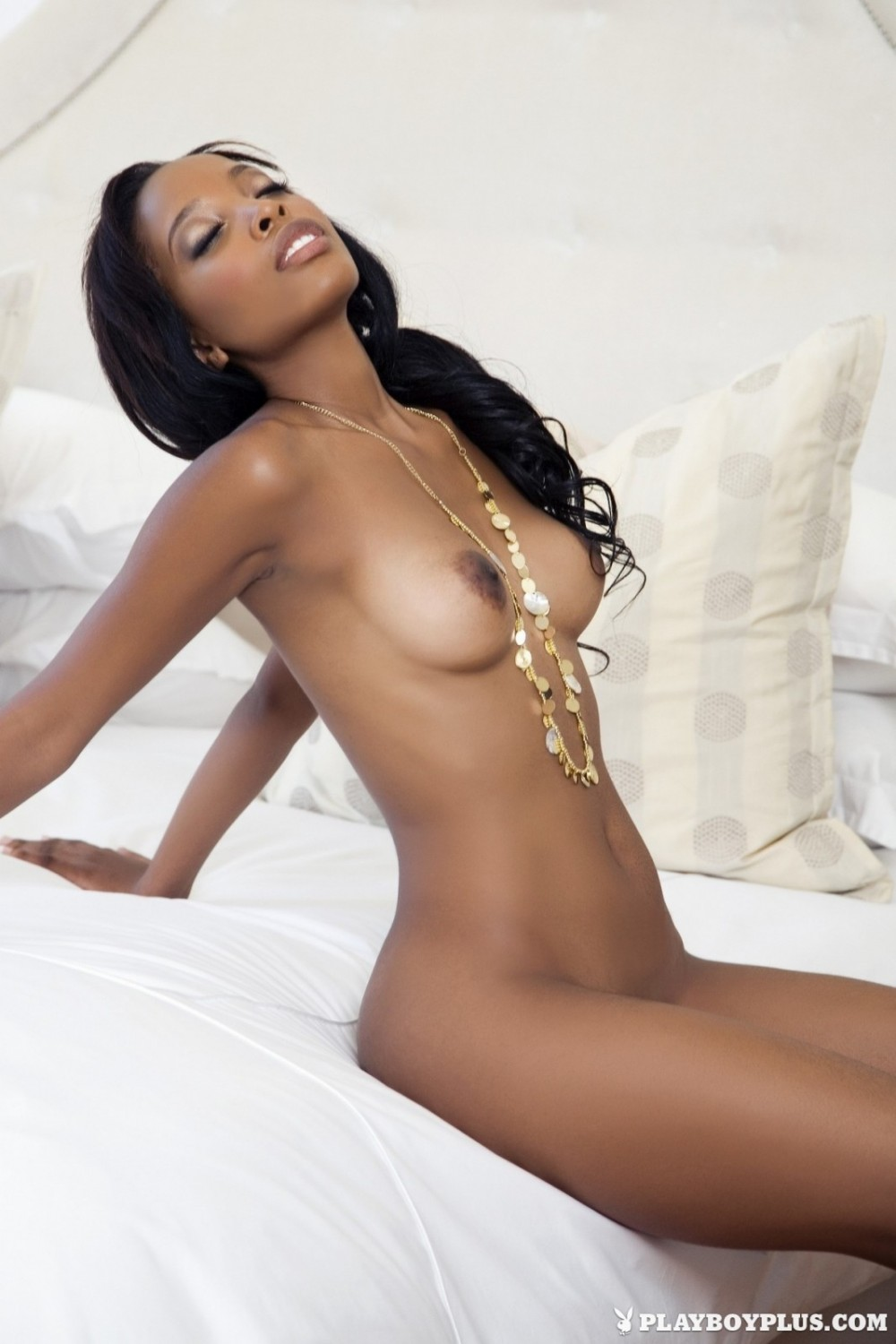Ebony hottie gets perfect tan on a car