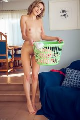 Lea Rose Take Off Her Clothes And Posing Naked